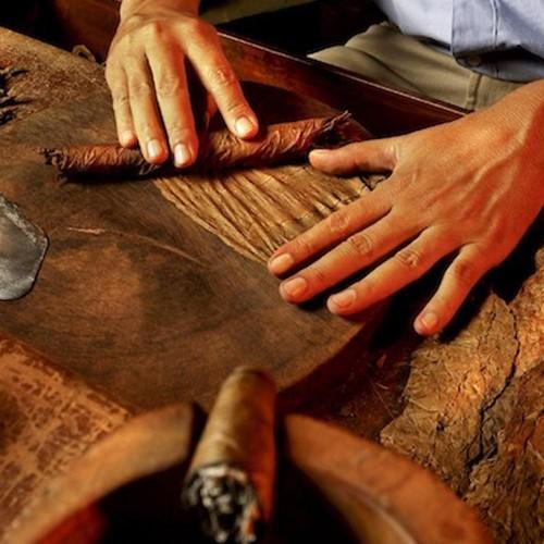 Taller de Puros por Cigar Roller