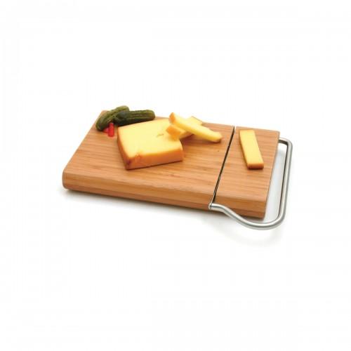Tabla con rebanador de queso